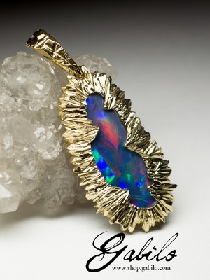 Made to order: Gold pendant with doublet opal