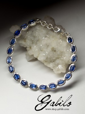 Bracelet with kyanite in silver