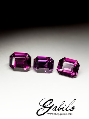 A set of garnet rhodolite 4.90 carats with a certificate