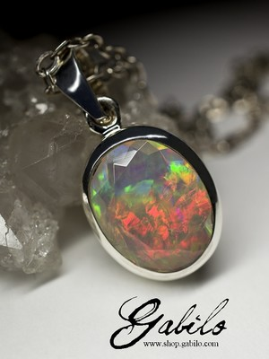 Silver pendant with Ethiopian opal