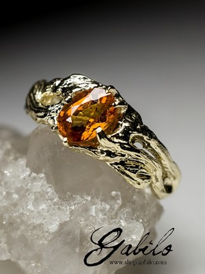 Gold ring with spessartine