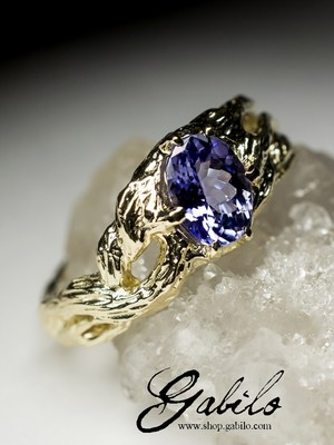 Gold ring with tanzanite