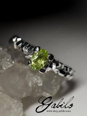 Silver ring with chrysolite