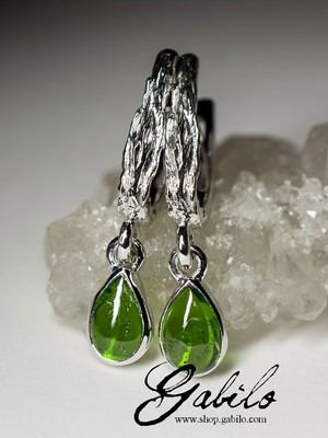 Silver earrings with chrome diopside