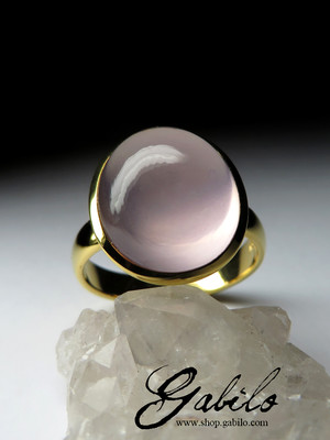 Gold ring with pink quartz of the highest grade