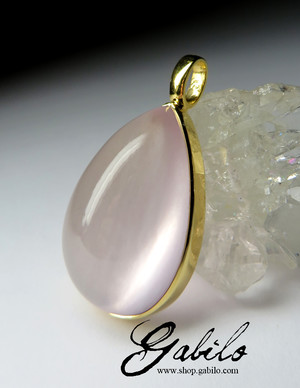 Gold pendant with a pink quartz of the highest grade