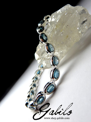 Silver bracelet with kyanite