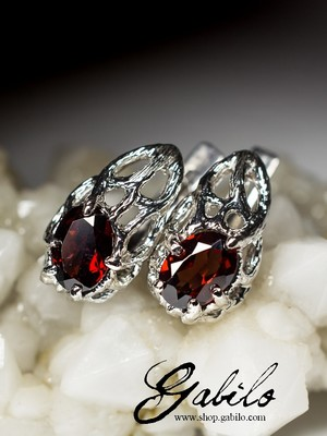 Silver earrings with almandine