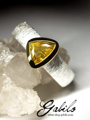 Yellow sapphire silver ring with Jewelry Report MSU