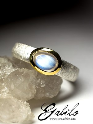 Ring with moonstone in silver with certificate