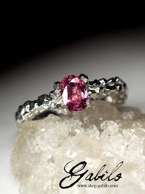 Pink sapphire silver ring with Jewelry Report MSU