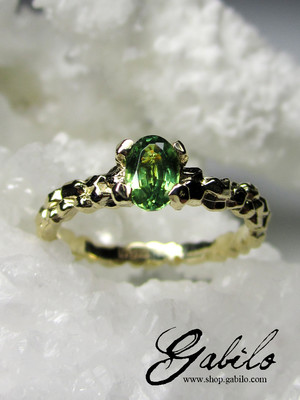Demantoid Gold Ring with jewellery report MSU