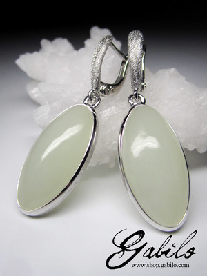 White nephrite silver earrings