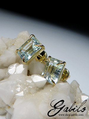 Made to order: Aquamarine gold stud earrings with gem report MSU