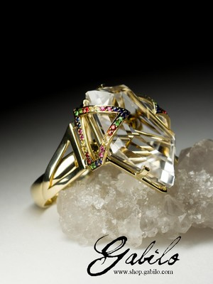 Ring with rhinestone in gold