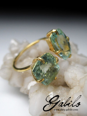Aquamarine beryl gold ring
