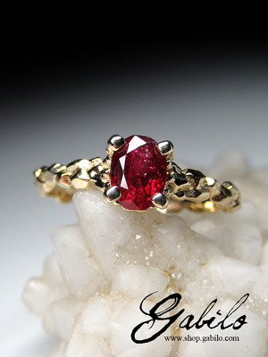 Made to order: Ruby gold ring with gem report