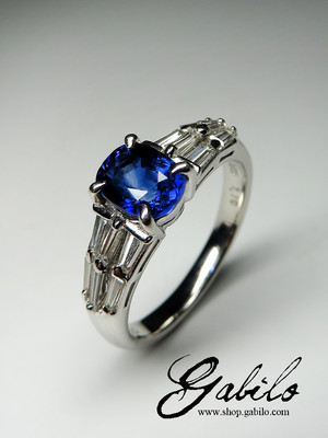 Sapphire and diamonds gold ring