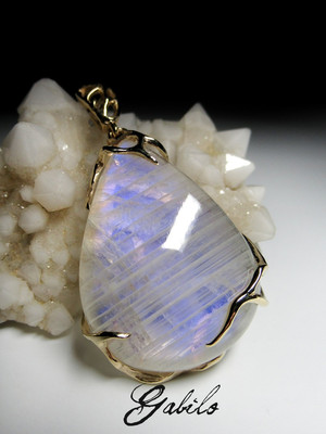 Big moonstone gold pendant