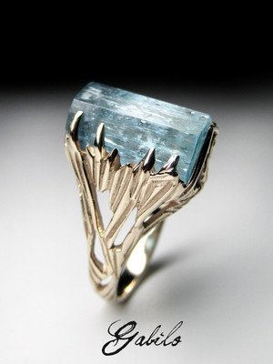 Aquamarine crystal gold ring