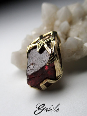 Gold pendant with red spinel