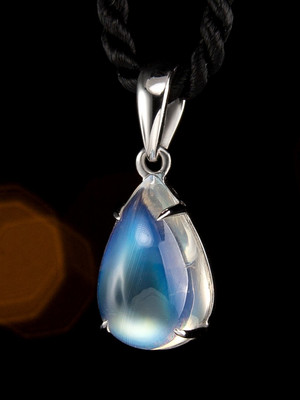 Moonstone gold pendant