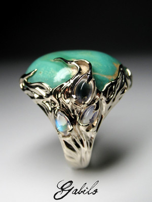 Turquoise gold ring with moonstones