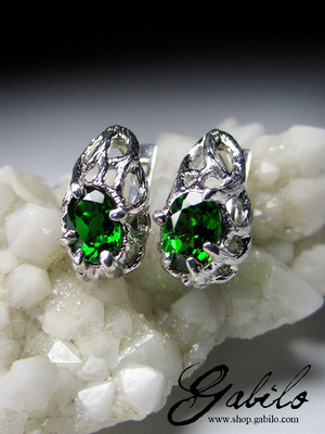 Chromediopside gold earrings