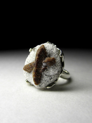 Gold ring with staurolite