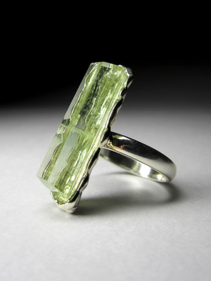 Ring with beryl heliodor