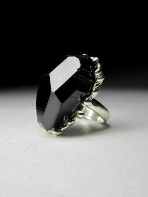 Ring black tourmaline