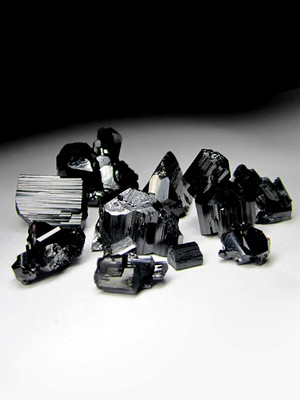 Crystals of black tourmaline for rings