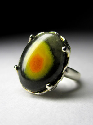 Gold ring with Mexican jasper