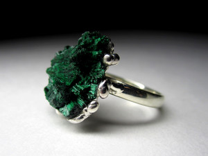 Ring with a nugget of malachite