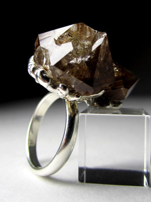 Ring with crystals of quartz hairworm