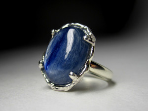 Gold ring with kyanite