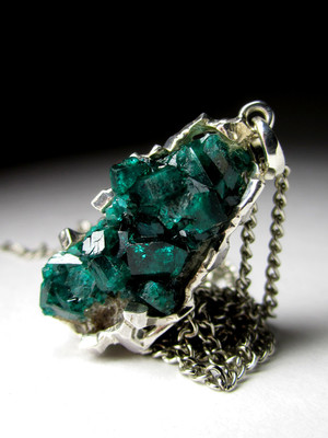 Dioptase in gold pendant