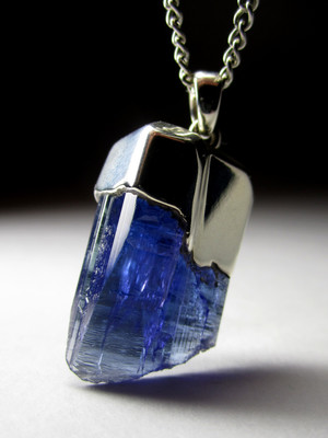 Certified tanzanite in silver