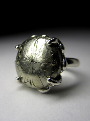 Ring with pyrite