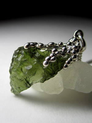 Silver pendant with Moldavite