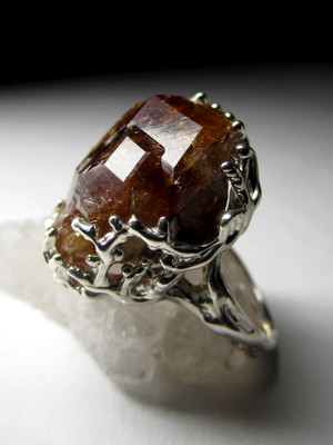 Ring with gessonite garnet