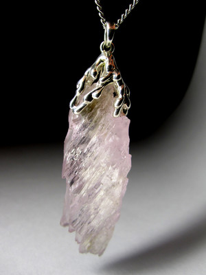 Pendant with pink kunzite