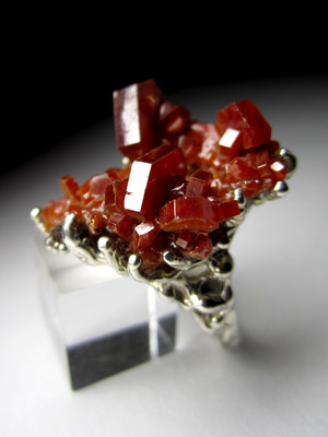 Ring with vanadinite