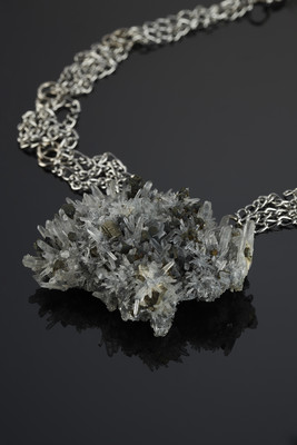 Pendant made of clusters of rock crystal and pyrite