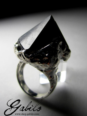 Ring with a Morion Crystal