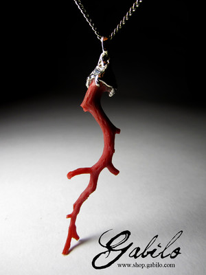 Pendant with red coral