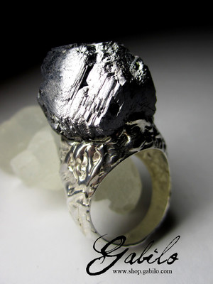 Ring with sphalerite