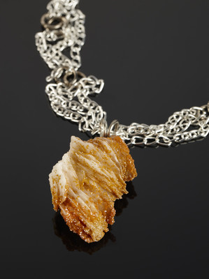Pendant with vanadinite on silver chains