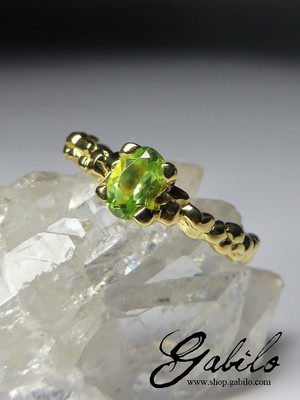Ring with chrysolite cut oval