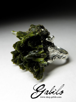 Ring with epidote